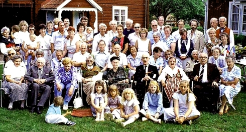Kaj_Family_reunion_group_1988