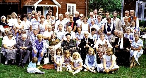 Kaj_Family_reunion_group_1988